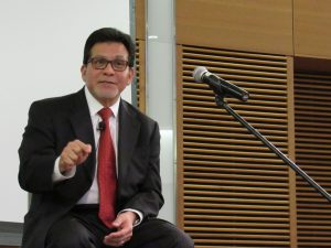Alberto Gonzales pointing